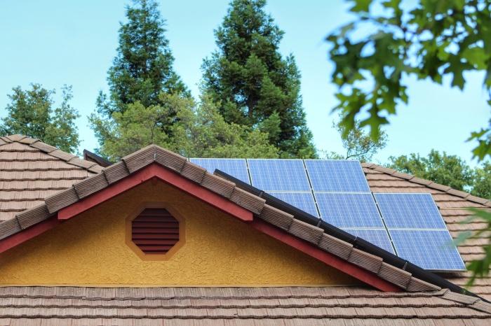napelem családi ház tetején